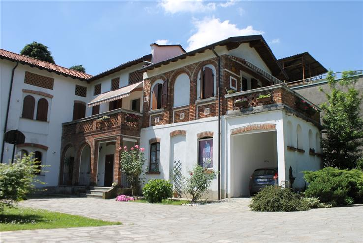 Soluzione Semindipendente in vendita a Carate Brianza, 6 locali, prezzo € 290.000 | Cambiocasa.it