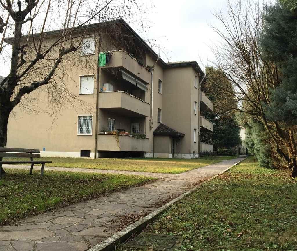 Appartamento in Vendita a Verano Brianza: 3 locali, 115 mq
