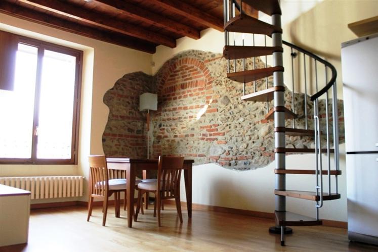Appartamento in vendita a Carate Brianza, 3 locali, prezzo € 110.000 | Cambiocasa.it