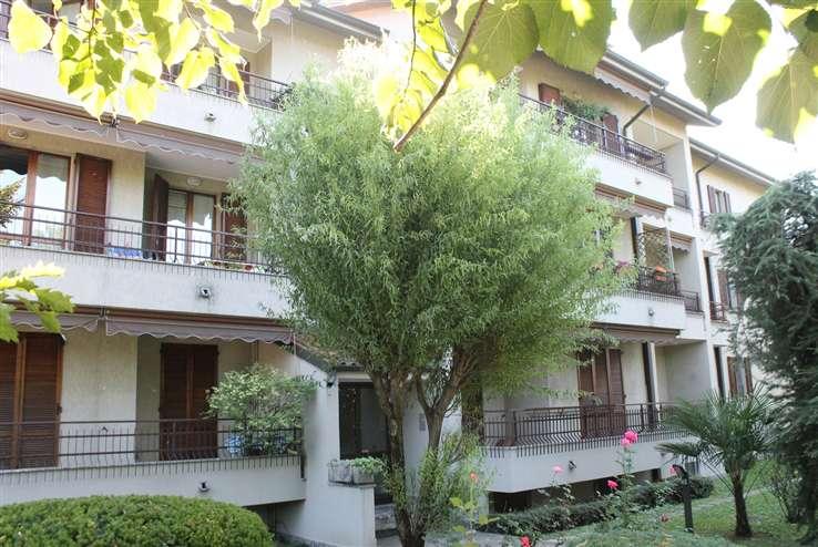 Appartamento in vendita a Carate Brianza, 3 locali, zona Località: CAMPO SPORTIVO, prezzo € 175.000 | Cambiocasa.it