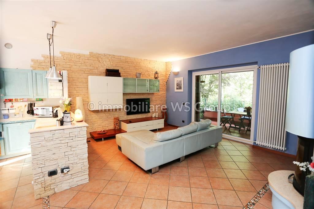 Villa in Vendita a Carate Brianza: 4 locali, 268 mq