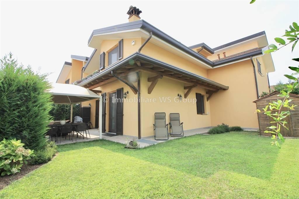 Villa in Vendita a Carugo: 3 locali, 150 mq