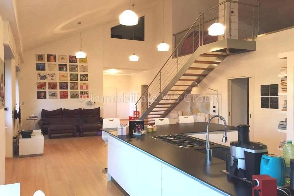 Appartamento in Vendita a Carate Brianza: 5 locali, 280 mq