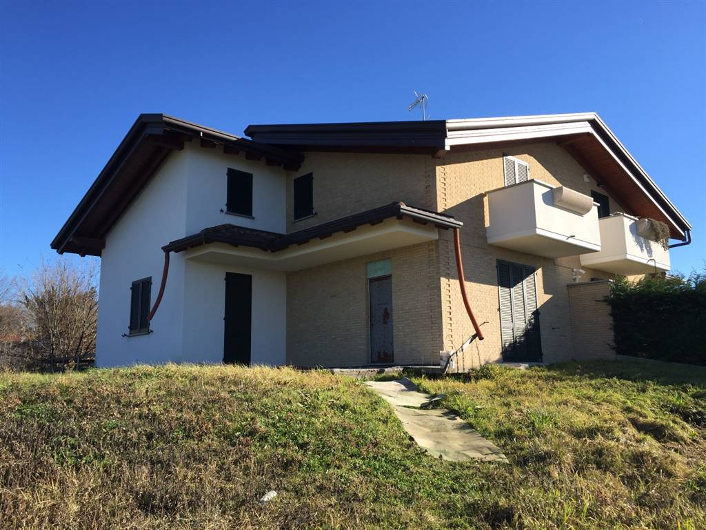 Villa in Vendita a Giussano: 4 locali, 227 mq