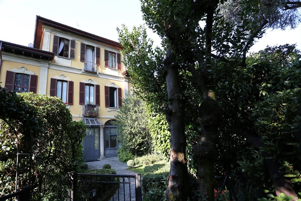 Appartamento in Vendita a Carate Brianza: 3 locali, 156 mq