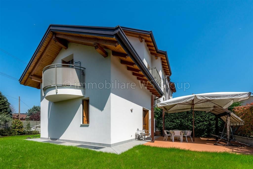 Villa in Vendita a Mariano Comense: 4 locali, 173 mq