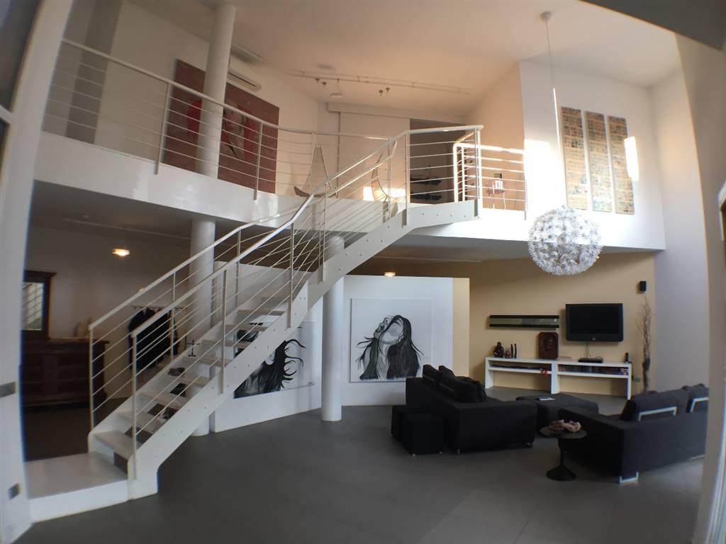 Villa in Vendita a Verano Brianza: 5 locali, 370 mq
