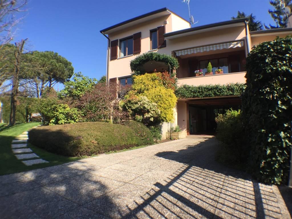 Villa in Vendita a Besana In Brianza: 5 locali, 241 mq