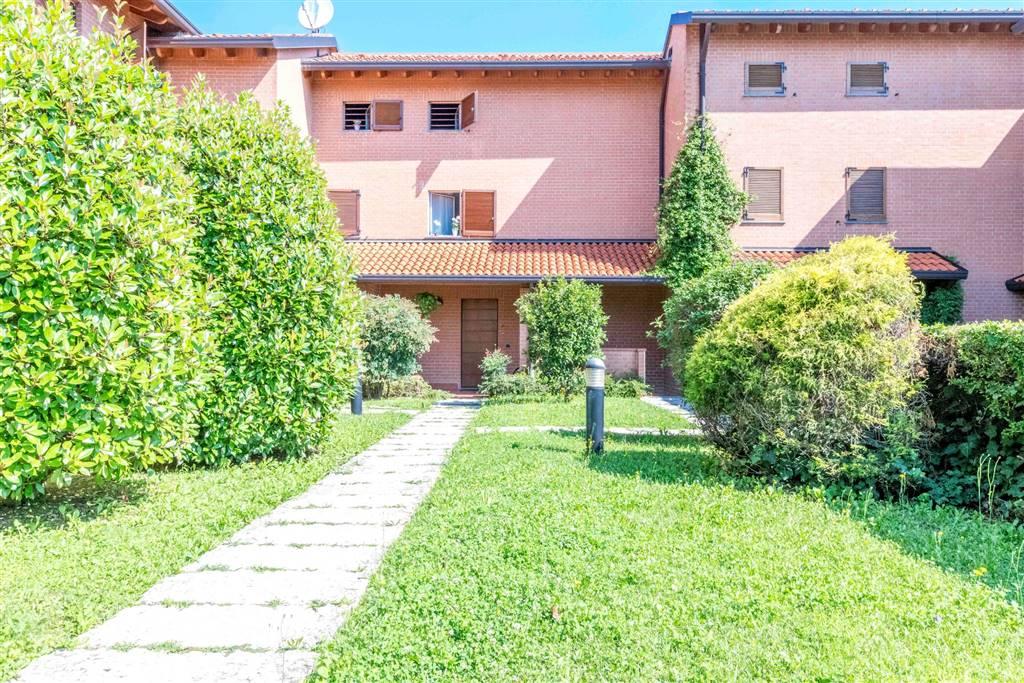 Villa in Vendita a Carate Brianza: 5 locali, 205 mq