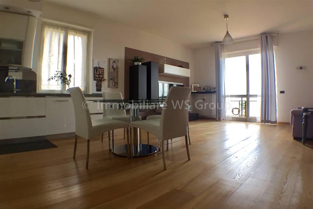 Appartamento in Vendita a Carate Brianza: 3 locali, 103 mq
