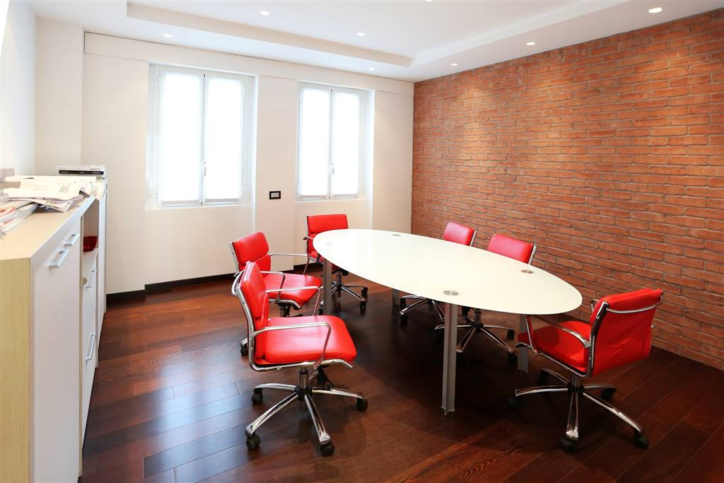 Ufficio-studio in Vendita a Varedo: 5 locali, 173 mq