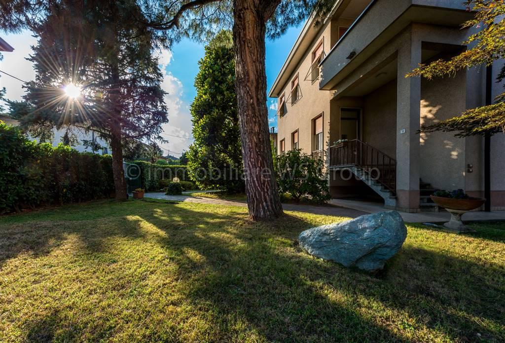 Villa in Vendita a Figino Serenza: 5 locali, 290 mq