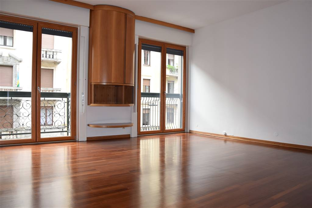 Appartamento in Affitto a Milano 01 Centro storico (Cerchia dei Navigli): 5 locali, 120 mq