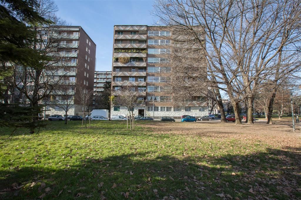 Appartamento in Affitto a Milano: 5 locali, 240 mq