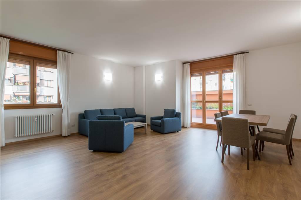 Appartamento in Affitto a Milano: 4 locali, 150 mq
