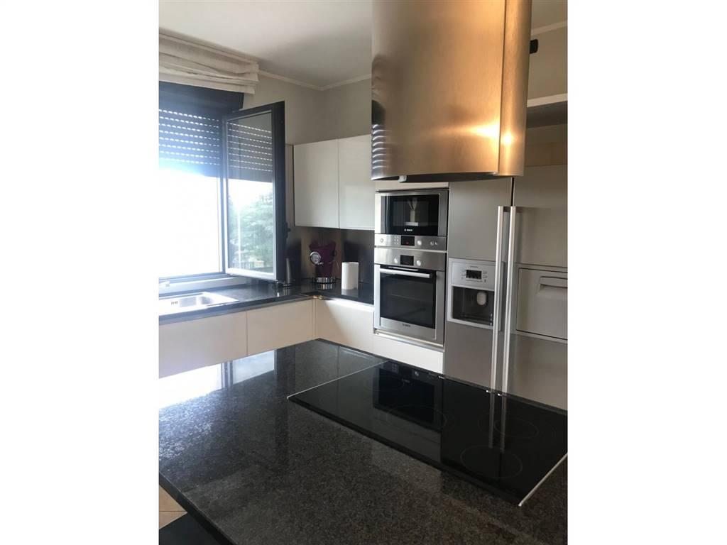 Appartamento in Vendita a Pero: 5 locali, 286 mq