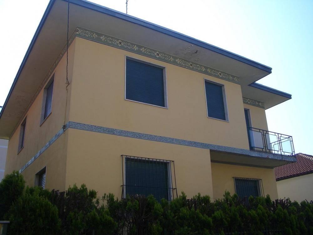 Appartamento in Vendita a Corbetta: 5 locali, 300 mq