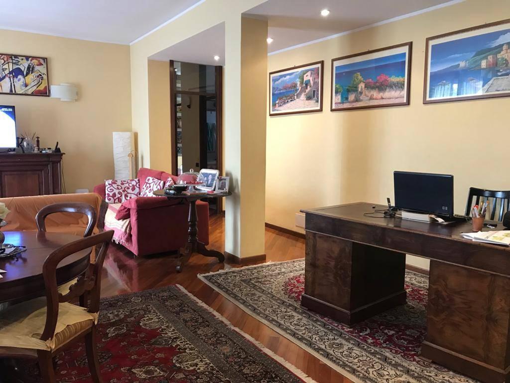 Appartamento in Vendita a Seregno: 3 locali, 180 mq