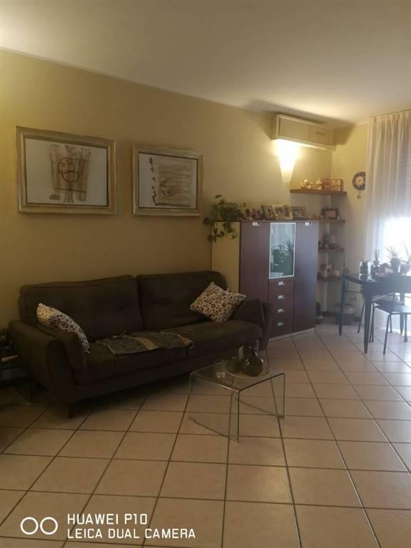Appartamento in Vendita a Giussano: 3 locali, 105 mq