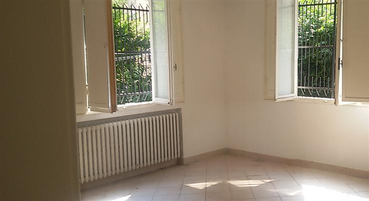 Negozio / Locale in affitto a Carpi, 3 locali, zona Località: MANZONI, prezzo € 650 | Cambio Casa.it