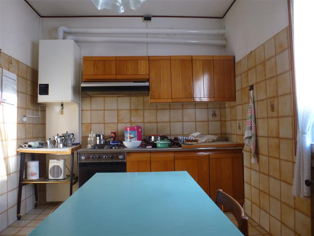 Appartamento in vendita a Carpi, 7 locali, zona Località: STADIO, prezzo € 96.000 | Cambio Casa.it
