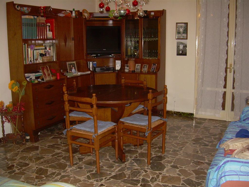 Appartamento in vendita a Carpi, 4 locali, zona Località: ALDO MORO, prezzo € 130.000 | Cambio Casa.it