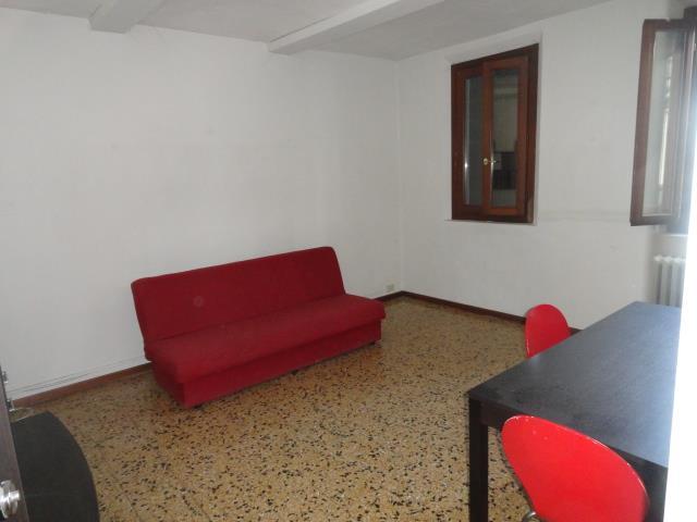 Appartamento in affitto a Carpi, 5 locali, zona Località: CENTRO STORICO, prezzo € 550 | Cambio Casa.it
