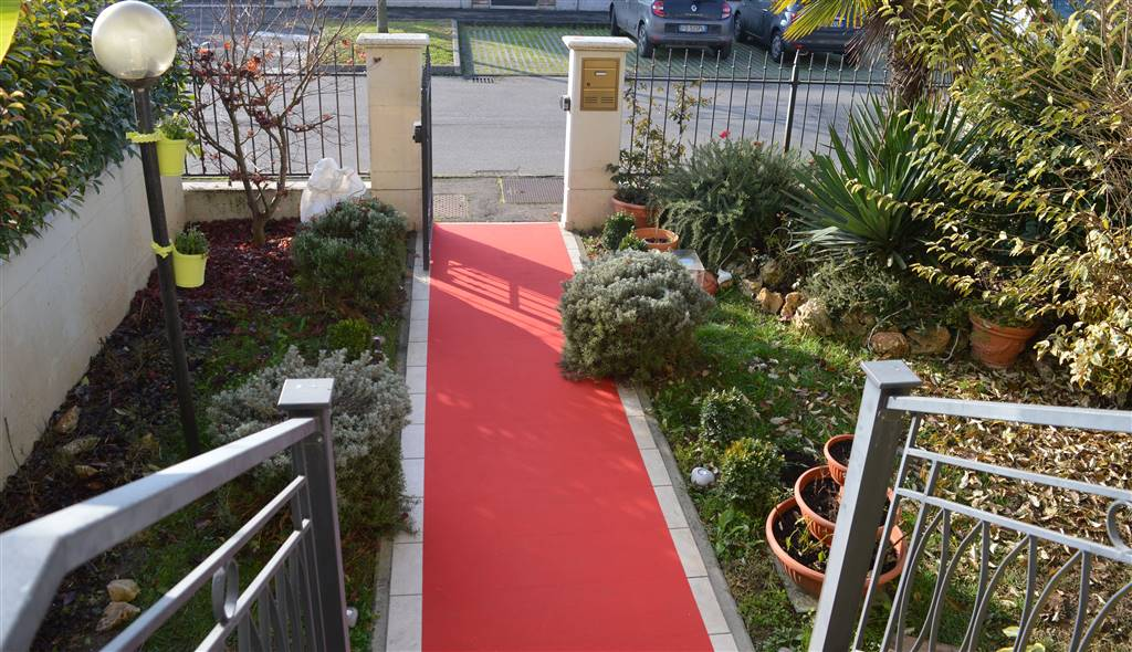 Villa a Schiera in vendita a San Martino in Rio, 9 locali, prezzo € 290.000   Cambio Casa.it