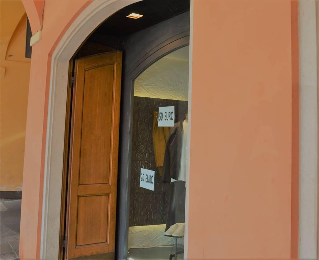 Negozio / Locale in affitto a Carpi, 2 locali, zona Località: CENTRO STORICO, prezzo € 1.700 | Cambio Casa.it
