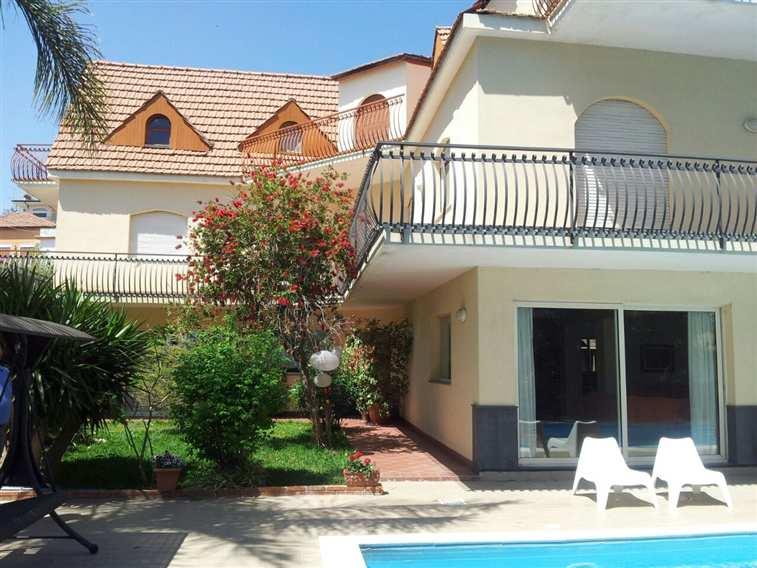 Villa in vendita a Aci Castello, 10 locali, prezzo € 820.000 | Cambio Casa.it