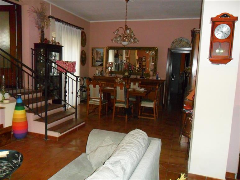 Villa in vendita a Sant'Agata Li Battiati, 13 locali, prezzo € 420.000 | Cambio Casa.it
