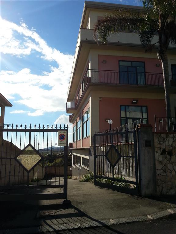 Capannone in affitto a Aci Sant'Antonio, 9999 locali, prezzo € 2.500 | Cambio Casa.it