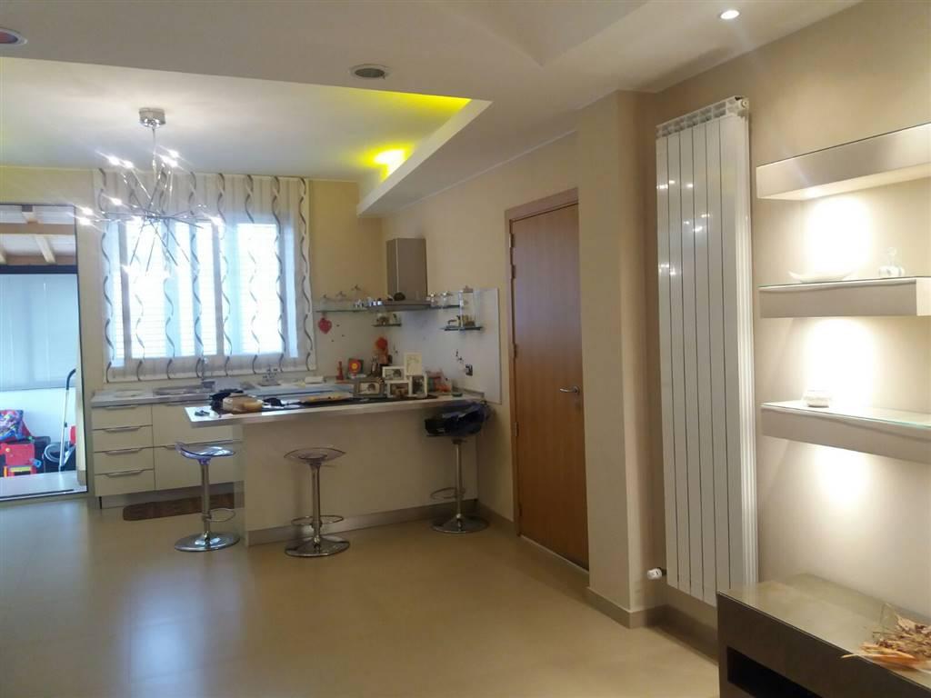 Appartamento in affitto a Aci Sant'Antonio, 4 locali, prezzo € 450 | Cambio Casa.it