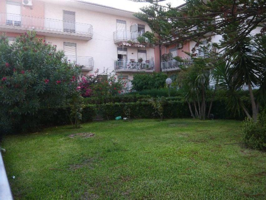 Appartamento in affitto a Aci Catena, 4 locali, zona Località: SAN NICOLÒ, prezzo € 500 | Cambio Casa.it