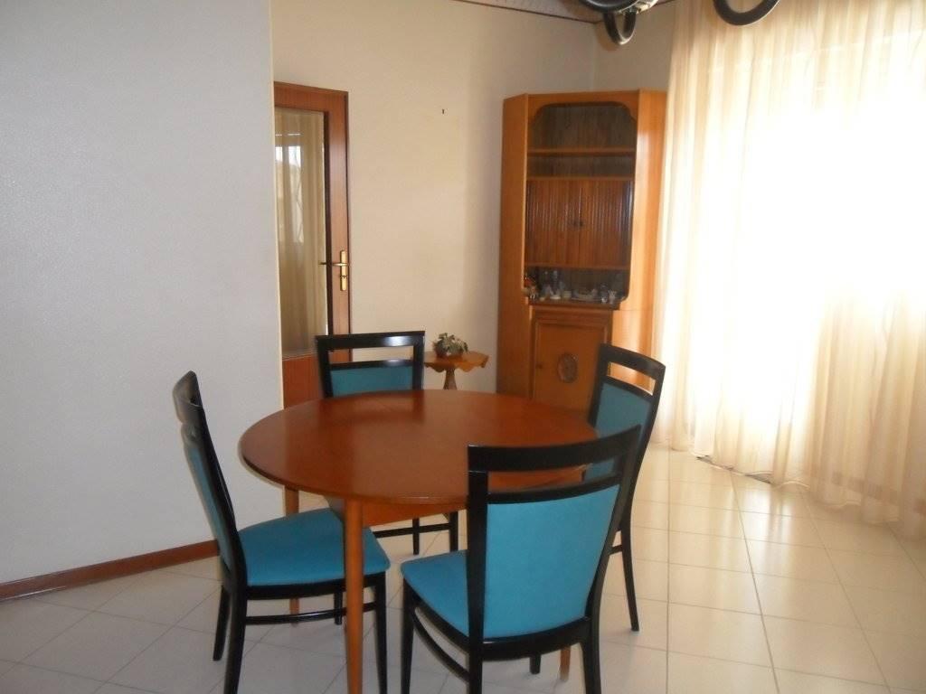 Appartamento in vendita a Acireale, 4 locali, zona Località: ACIREALE, prezzo € 120.000   CambioCasa.it