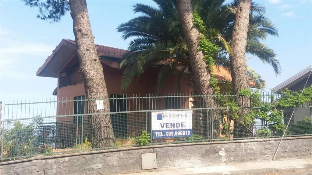 Villa in vendita a Trecastagni, 7 locali, prezzo € 215.000 | Cambio Casa.it