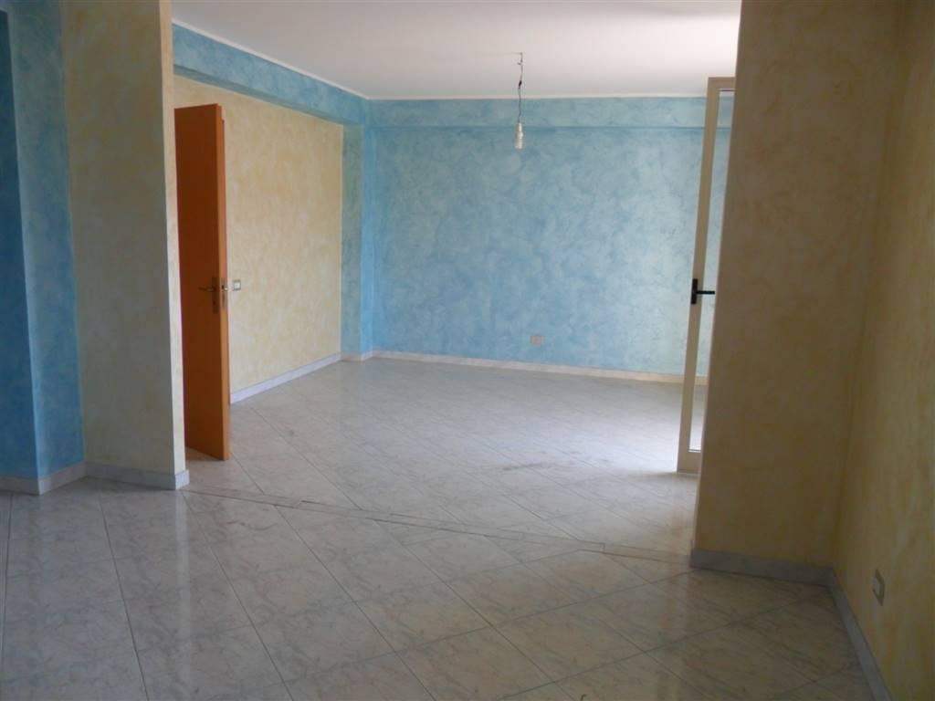 Appartamento in affitto a Aci Catena, 4 locali, zona Località: SAN NICOLÒ, prezzo € 450 | Cambio Casa.it
