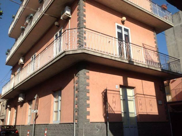 Appartamento in affitto a Valverde, 3 locali, prezzo € 460 | CambioCasa.it