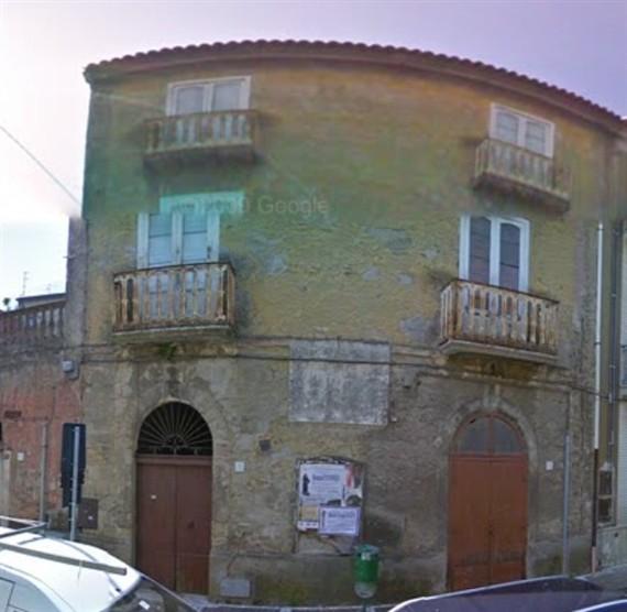 Palazzo / Stabile in vendita a Solopaca, 6 locali, prezzo € 90.000 | CambioCasa.it