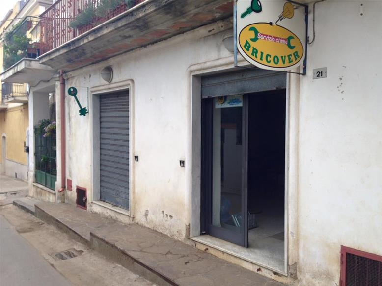 negozio  in Affitto a Santa Maria A Vico