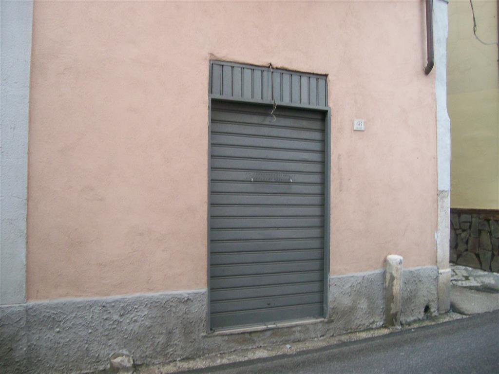Negozio / Locale in affitto a Caserta, 3 locali, zona Zona: Sala, prezzo € 300 | CambioCasa.it