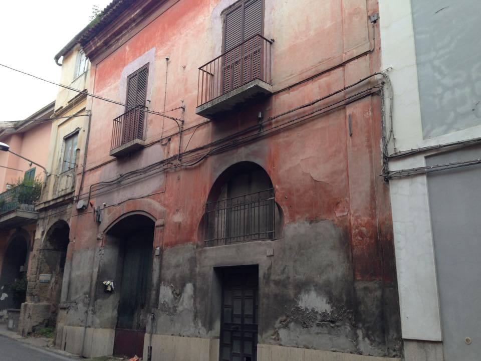 Soluzione Indipendente in vendita a Caserta, 7 locali, zona Zona: Sala, prezzo € 295.000 | Cambio Casa.it