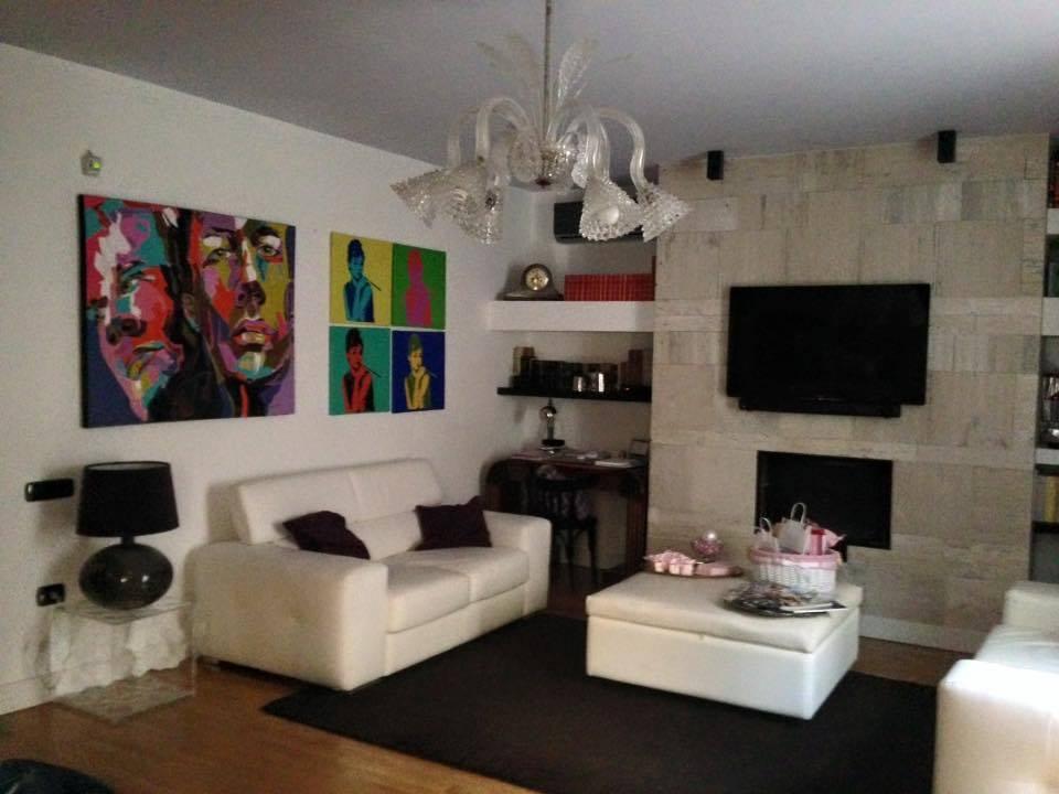 Soluzione Indipendente in vendita a Caserta, 5 locali, zona Zona: Centro, prezzo € 275.000 | CambioCasa.it