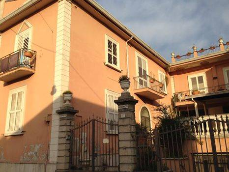 Soluzione Indipendente in vendita a Caserta, 10 locali, zona Zona: San Clemente, prezzo € 380.000 | Cambio Casa.it