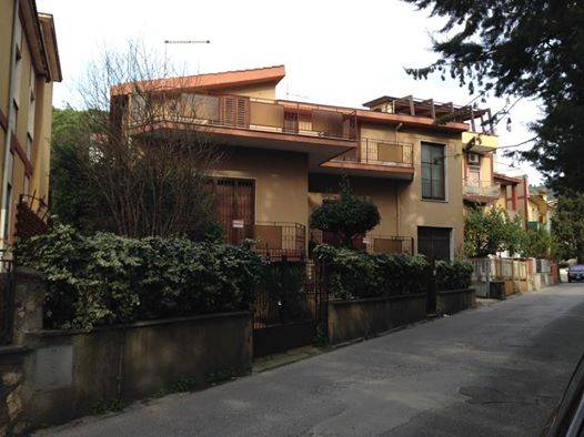 Soluzione Indipendente in vendita a Caserta, 6 locali, zona Zona: Puccianiello, prezzo € 360.000 | Cambio Casa.it