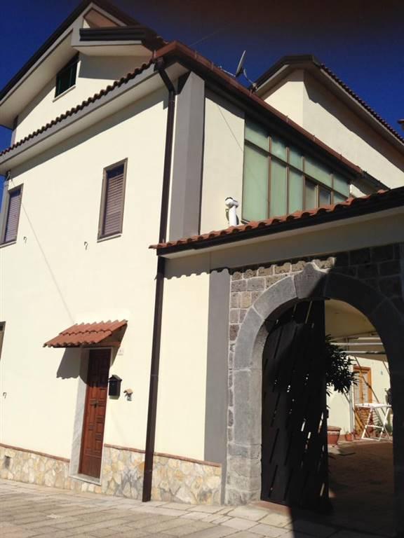 Soluzione Indipendente in vendita a Formicola, 12 locali, zona Zona: Medici, prezzo € 270.000 | CambioCasa.it