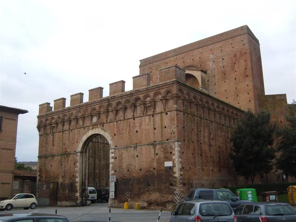 garage-Box-posto auto  in Vendita a Siena