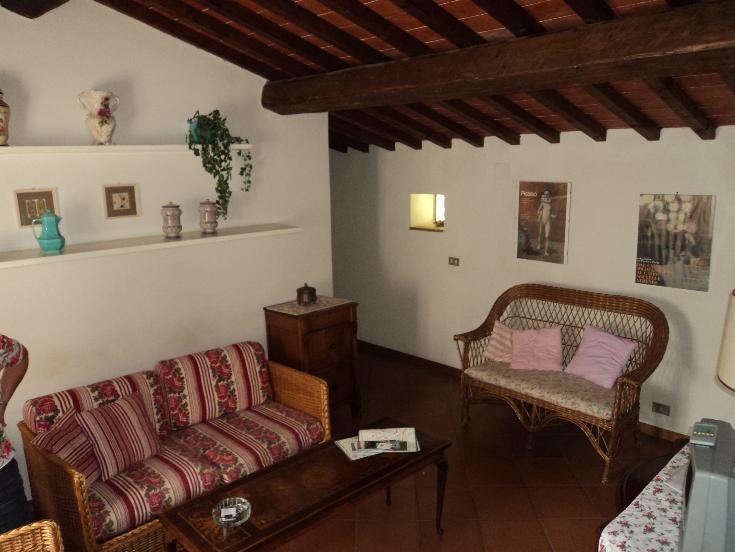 Soluzione Indipendente in affitto a Pistoia, 4 locali, zona Zona: Pistoia ovest, prezzo € 750 | Cambio Casa.it