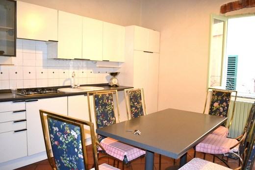 Soluzione Indipendente in affitto a Pistoia, 4 locali, zona Zona: Centro storico, prezzo € 700   Cambio Casa.it