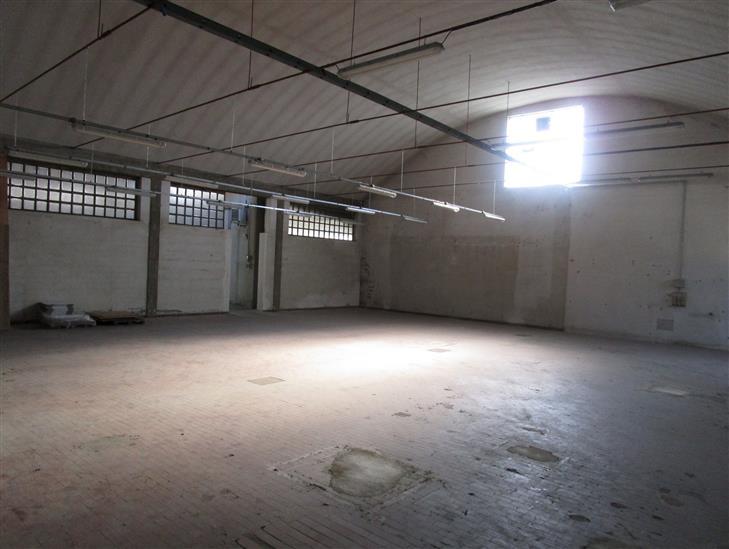 Palazzo / Stabile in vendita a Pistoia, 9999 locali, zona Zona: Pistoia ovest, prezzo € 2.000 | Cambio Casa.it